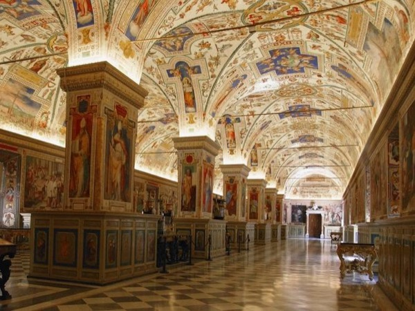 Exclusive Vatican Museums and Sistine Chapel by Night