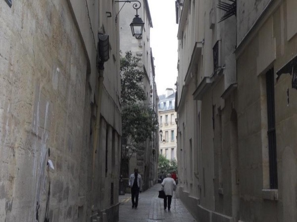 A private Tour of Paris's Quartiers, as le Marais, Montmartre, Saint Germain de Près or the Latin Quarter