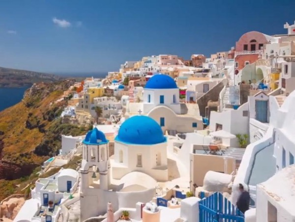 Tailor-made private tour of Santorini