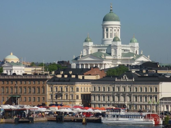 Helsinki 3 hours tour. Second northernmost capital in the world. Daughter of the Baltic.