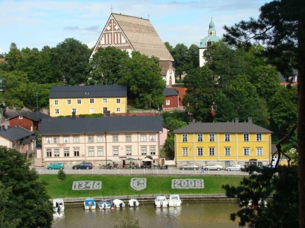 Capital Helsinki + medieval town Porvoo. History and countryside in one tour !