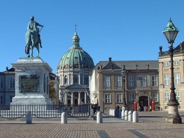 Discover Copenhagen (mainly walking, a little bit of public transportation)