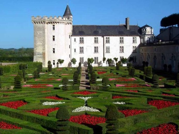 Villandry and Chenonceau - one day tour of the Loire Valley