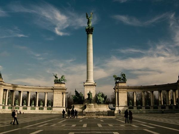 Grand City Tour of Budapest by car