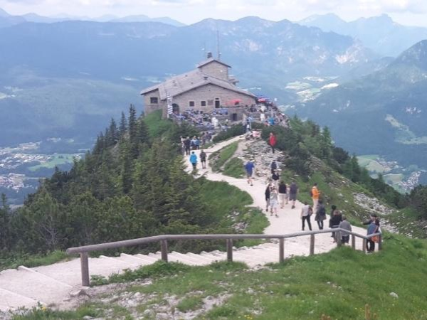 Eagle's Nest and Salzburg City tour by licensed Austriaguide