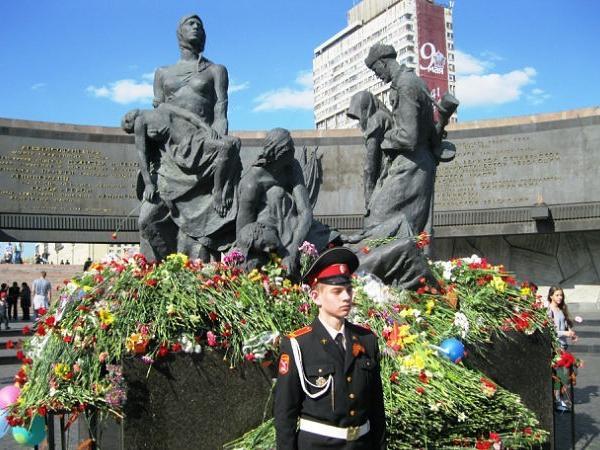 St Petersburg Shore Excursion: Leningrad Hero City Private Tour