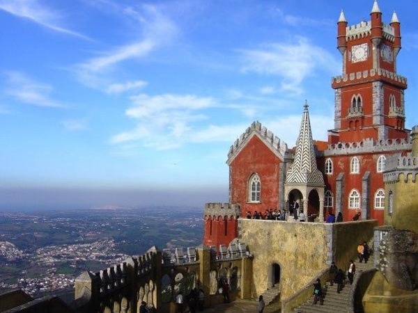 Get the Essential of Lisbon and Luxuriant Sintra Palaces