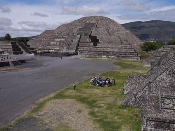 Teotihuacan: Private tour along ancient pyramids and 2000 years of history
