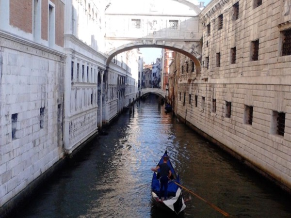 A walk in the hidden places of Venice