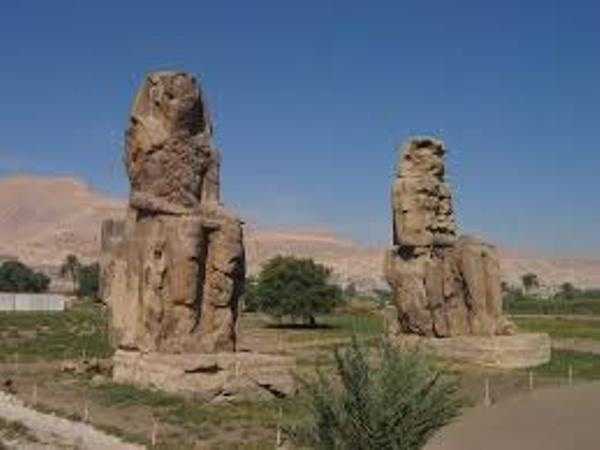 Full Day trip in west bank of luxor ( kings,queens,hatshepsut , nobles , habu ,deir elmadineh& memnon collosi