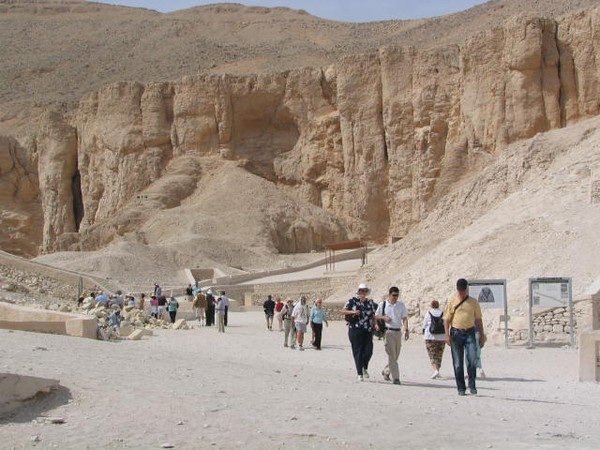 Tour to King's Valley ,Queen Hatshepsut Temple and Memnon Colossus