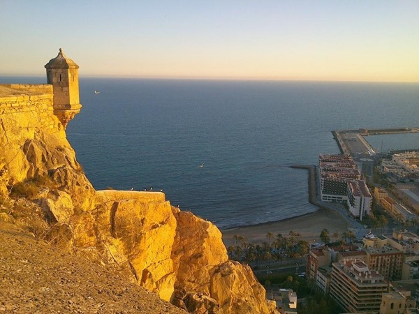 Alicante 3h walking private tour