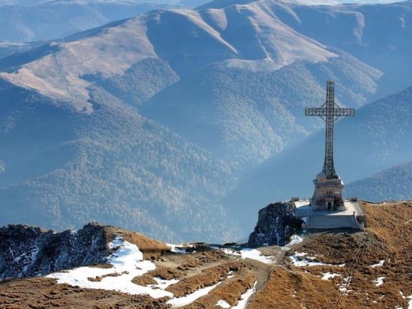 Trek tour of Bucegi Mountains