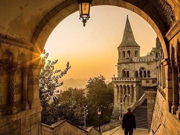 Best Budapest private city tour by Car (in 3 hrs)