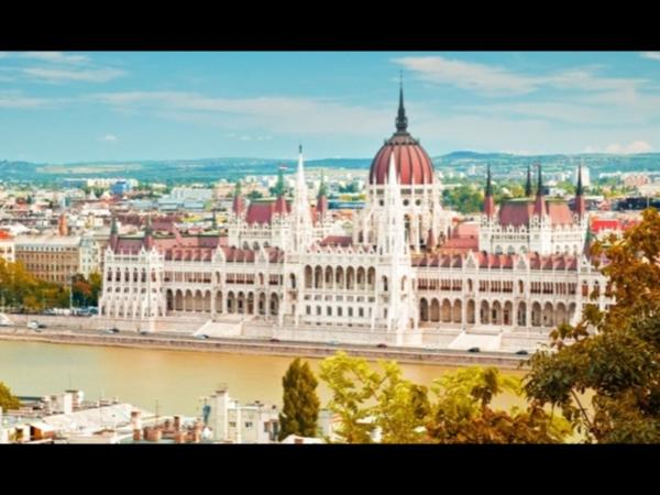 Best Budapest private citytour by Car Full Day (6 hours)