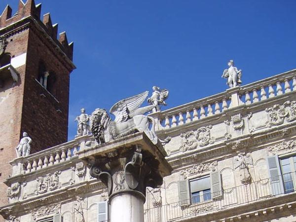 VERONA walking tour: A good way to know the city and get oriented.