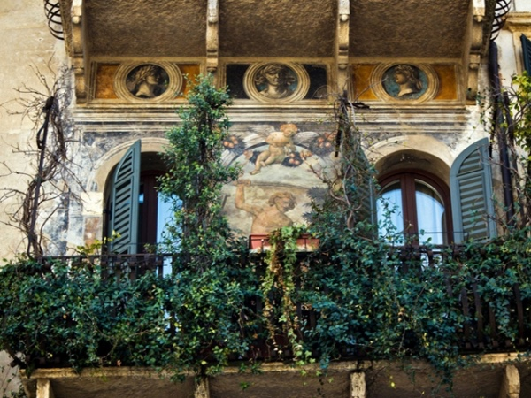 VERONA and San Pietro hill walking tour: A good way to know the city centre and discover the hill where the city was founded