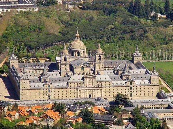 El Escorial Monastery & Valley of the fallen Private Tour