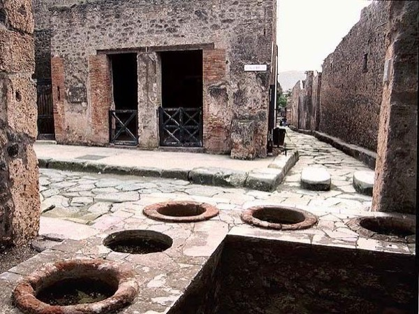 Pompeii and Herculaneum with an Archaeologist - private walking tour