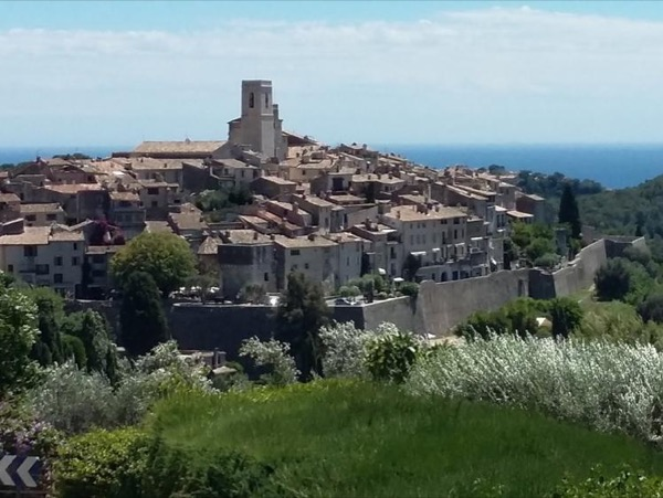Market, villages, wine & scenery - Private full day tour