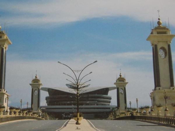 Kuala Lumpur Airport Layover (KLIA/KLIA2) Private Tour - Shah Alam & Putrajaya
