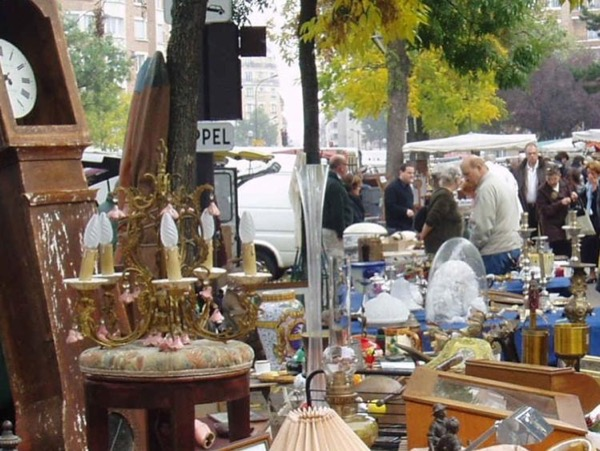 Saturday and Sunday morning Antiques flea market tour with private guide
