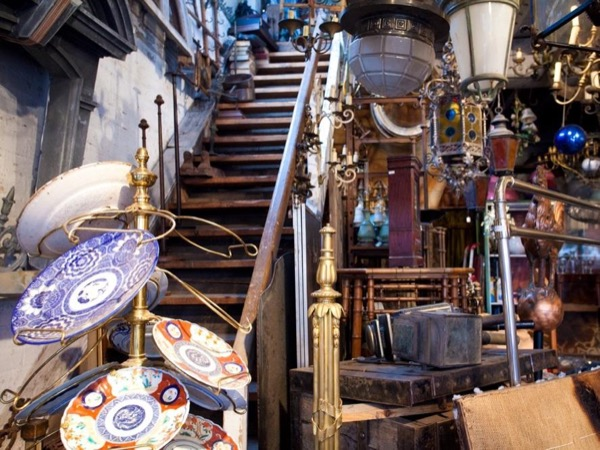 Paris Flea Market tour with a private guide