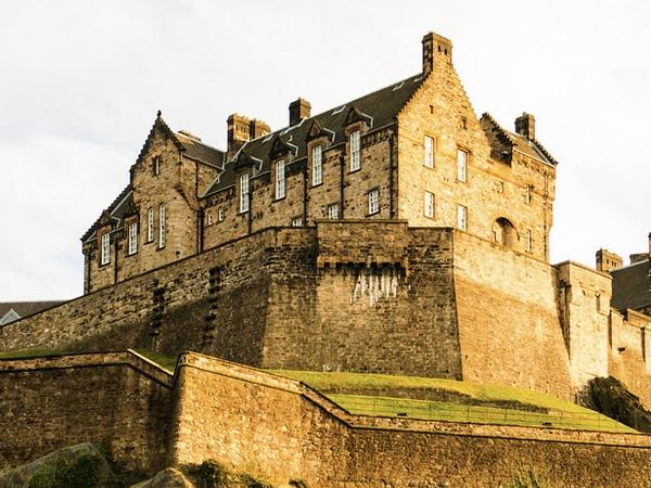 Royal Mile, Edinburgh Castle & Holyrood Palace Walking Tour