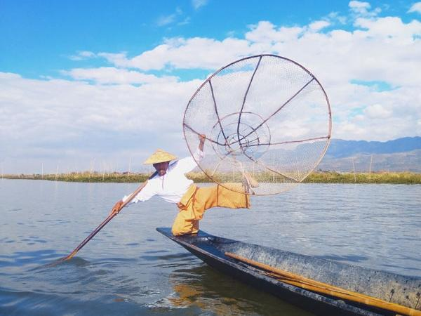 Essential Myanmar Tours (5/Day)