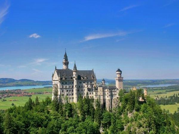 Bavarian Royal Castles - Private Day Tour by Car