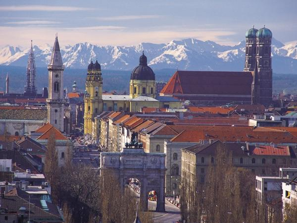 The Munich Experience 6.5 - Private Tour by Car & Walking