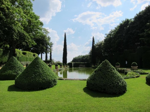 Guided Private Tour of 2 magnificent, landscaped gardens - Dordogne.