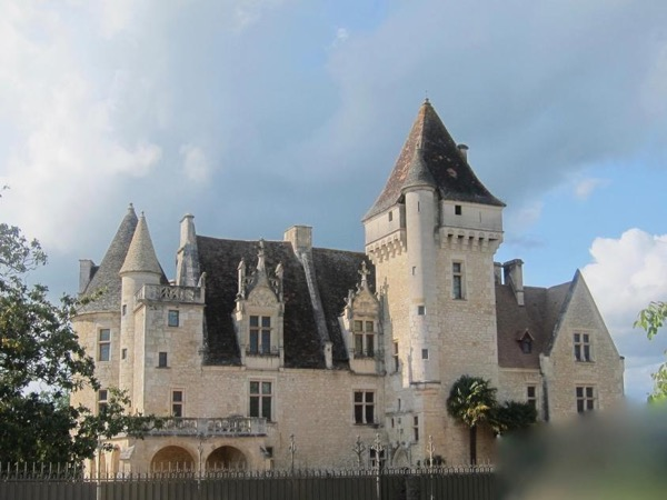 2 day - Private Guided Tour - Prehistory Cave Art and Exploring the of Chateau des Milandes and the villages of the Dordogne