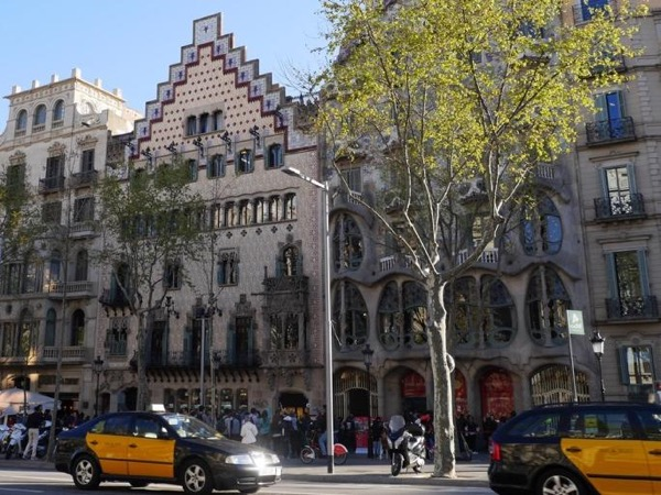 Embark/ Debark Barcelona - Chauffeured private city tour