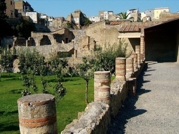 Pompeii and Herculaneum private excursion led by an Archaeologist- from Sorrento