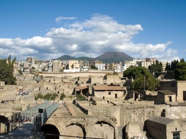Herculaneum Oplontis and Pompeii by train with an Archaeologist