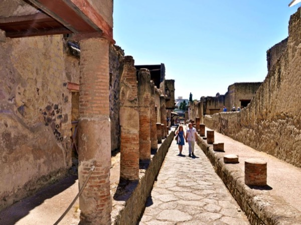 Pompeii & Herculaneum with an Archaeologist - private walking tour