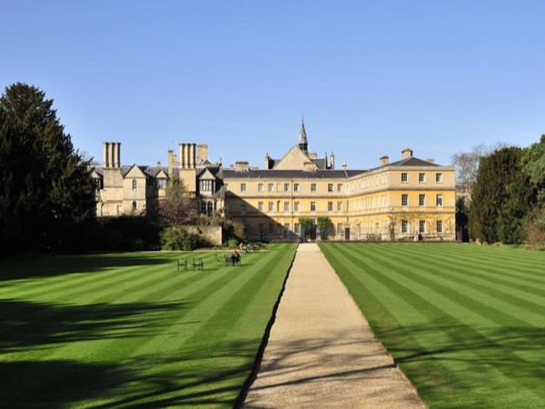 Combined Oxford walking tour plus Oxford to Blenheim palace tour