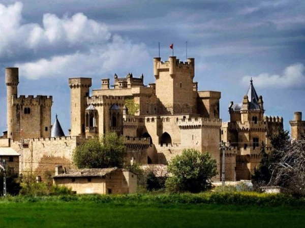 Medieval Private Tour in Navarre: Castles and Monasteries