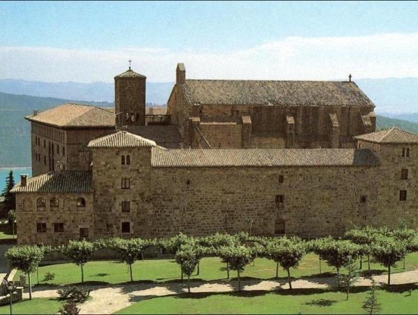 Castillo de Javier y Monasterio de Leyre