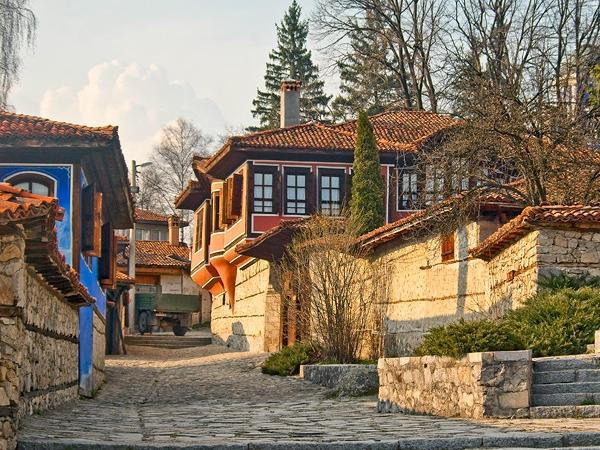 19th Century Koprivshtitsa Town and the Thracian Cult Center Full-Day Tour