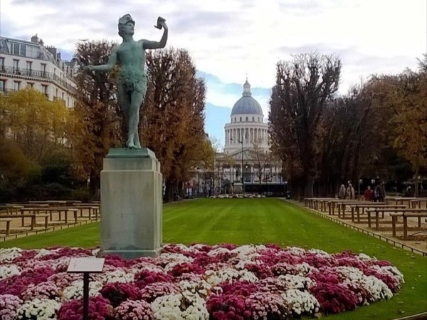 Iconic Parisian neighbourhoods private tour
