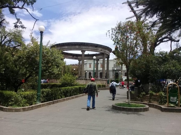 Exploring the most beautiful buildings on a private city tour in Quetzaltenango