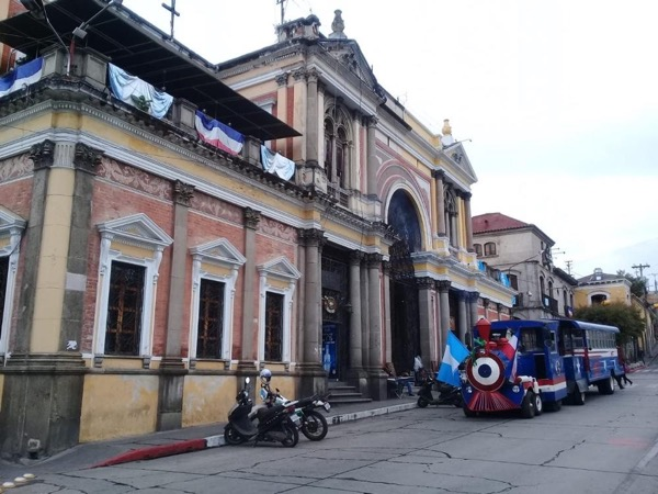 Explore the three main cities in Guatemala on a private tour, Quetzaltenango, Antigua Guatemala and Lake Atitlán