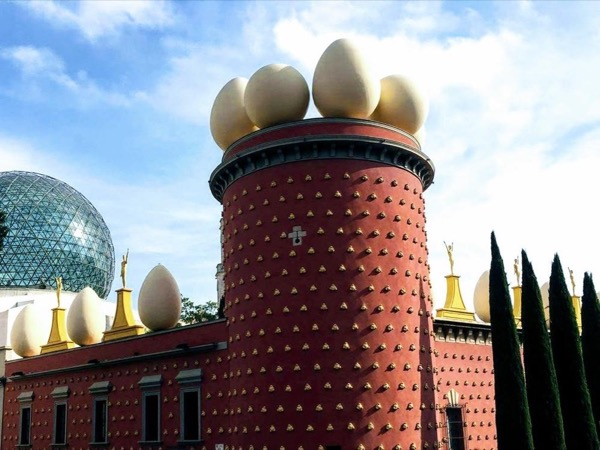 Theatre-Museum of Dalí and Girona city (8-9 hours)