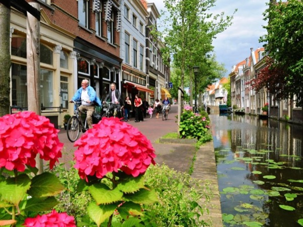 Delft and The Hague - by car