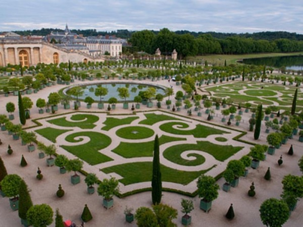 4-Hour Private Guided tour in Versailles