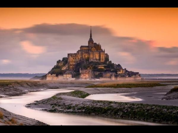 Discover Mont Saint Michel from St-Malo with your private driver-guide