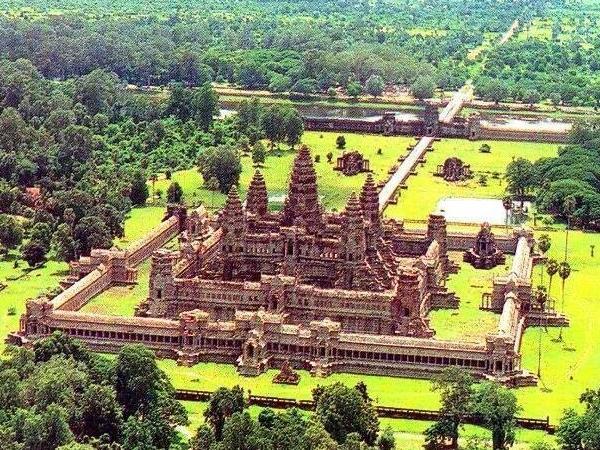 1-Day VIP4 : 3 Best + Banteay Srei + Kbal Spean