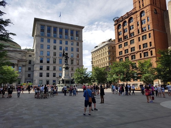 Private walking Tour Montreal's Undergroud City, City Center and Old Town